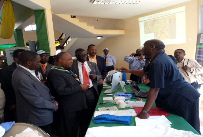 Prof. Kazwala (at right) and Prof. Kipanyula (1st from left), the Minister of Natural resources and Tourism Prof. Jumanne Maghembe (2nd from left), SUA Vice Chancellor Prof. R. Tihelwa Chibunda (3rd from left) and the Morogoro region commissioner Dr. Steven Kebwe (4th from left).