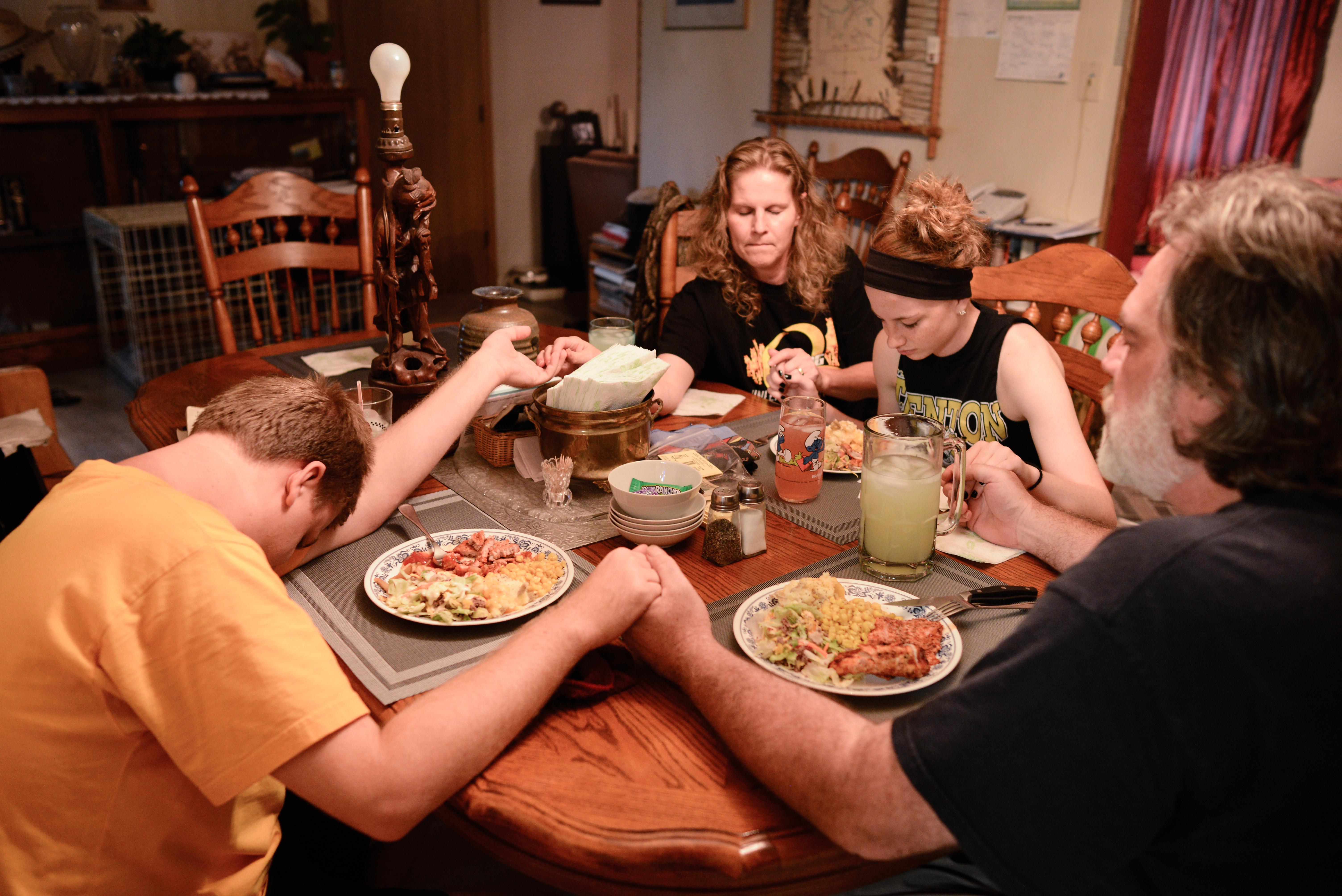 Trenton, Missouri. 2013.  The Trask family says grace before dinner.