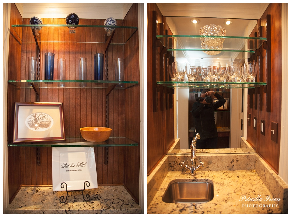 A small bar in between the cake room and dinning room.