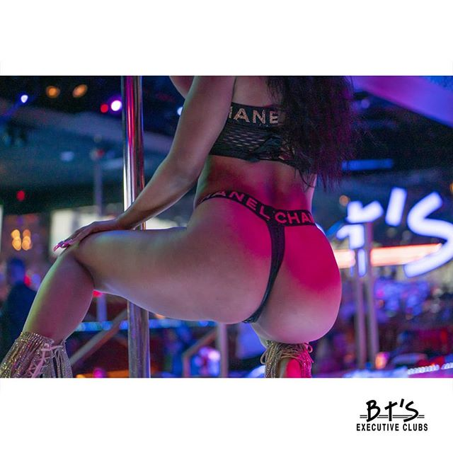 It's #humpday at #BtsExecutiveClub! ___ 📍BT's is located at 14417 Michigan Ave, Dearborn📍 📞Call For Booth Reservations (313) 584-3600📞 ⏰Open 12PM-2AM 7 Days a Week!⏰ ___ #btsgentlemensclub #metrodetroit #poledancers #poledancing #clubbing #drinks #happy #week #party #goals #dancing #goodtimes #downtowndearborn #dearbornmichigan #michigan #mi #313 #clubscene #club #nightout #bts #wednesday #humpday #sexy #wednesdaynight #wednesdayevening #letsdrink