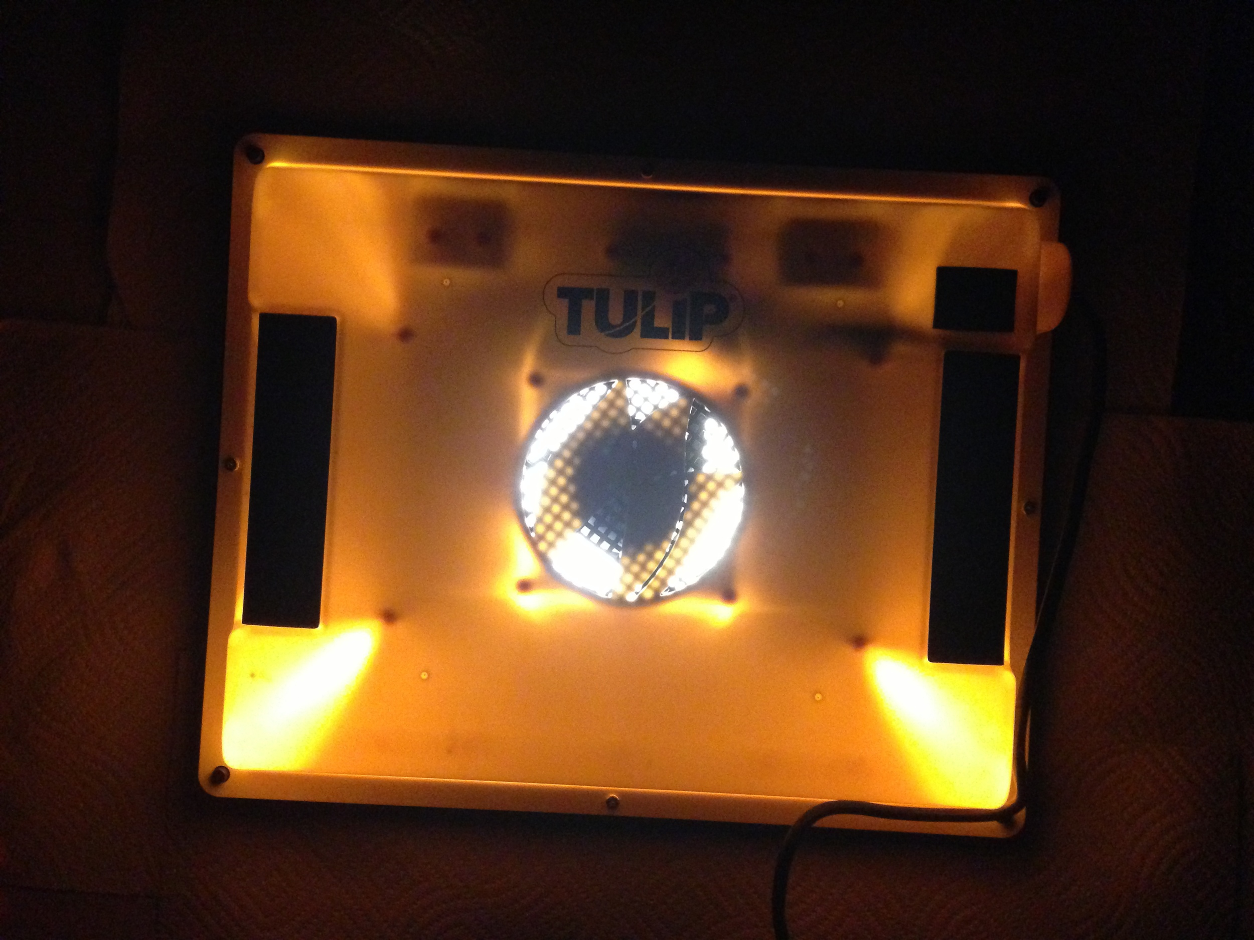 The darkroom bulb in process when burning the screen.