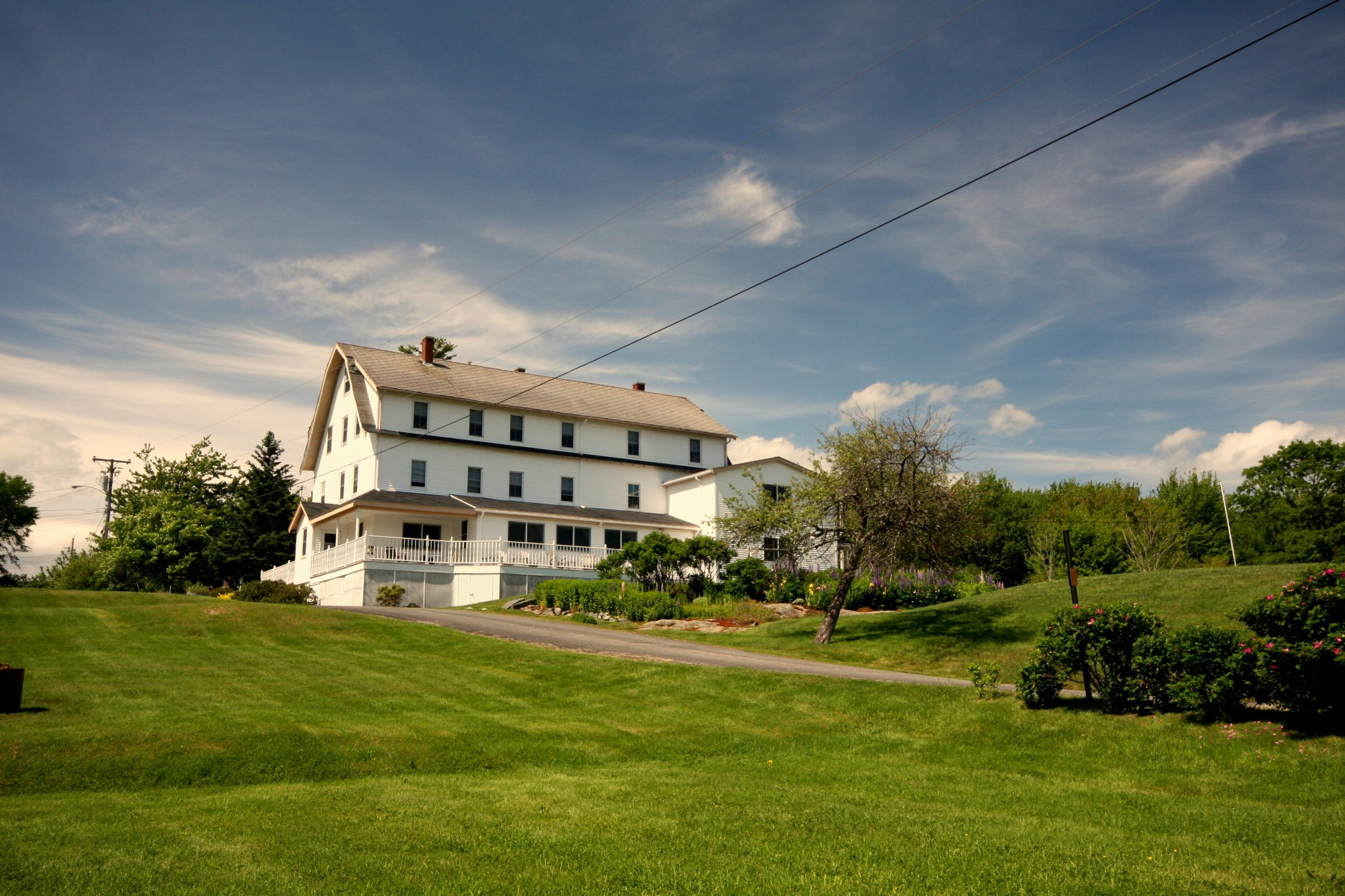 front of inn and lawn - Copy.jpg