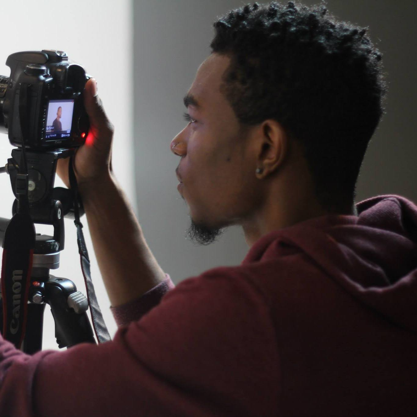 Jaron M. - Photo/Videographer & Designer