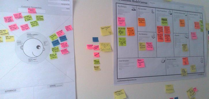 Na aula de ontém da turma de design thinking, usei este Mapa de Empatia para mapear o perfil do Cliente em nossa atividade de prototipação.     Ele tem formato para impressão em poster !!      Segue o arquivo para ser baixado do Slideshare !          Empathy Map Poster pt-Br                View more  presentations  from  Adilson Chicoria .