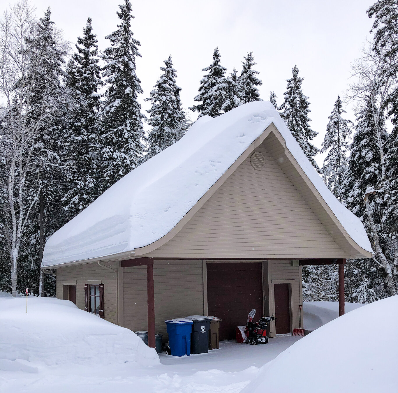 SNOW-REMOVAL-ROOF-RESIDENTIAL .jpg