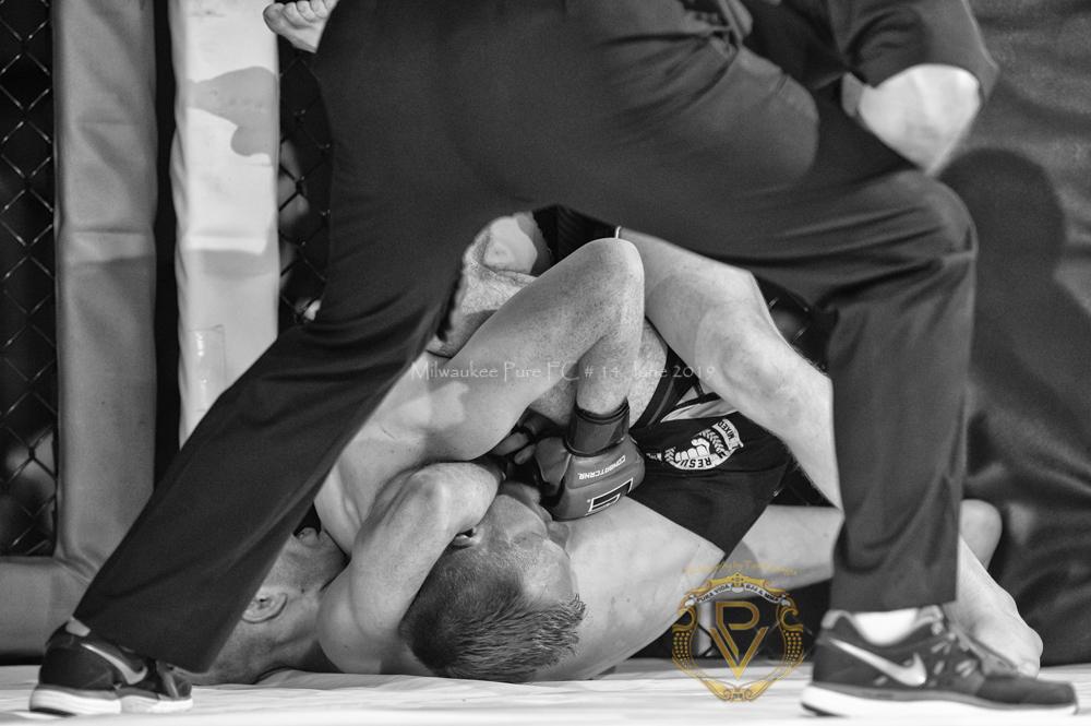 Sam Breur vs Brogaard_Fight of the Night- (15 of 49).jpg