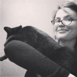 Samara_with_cat.JPG
