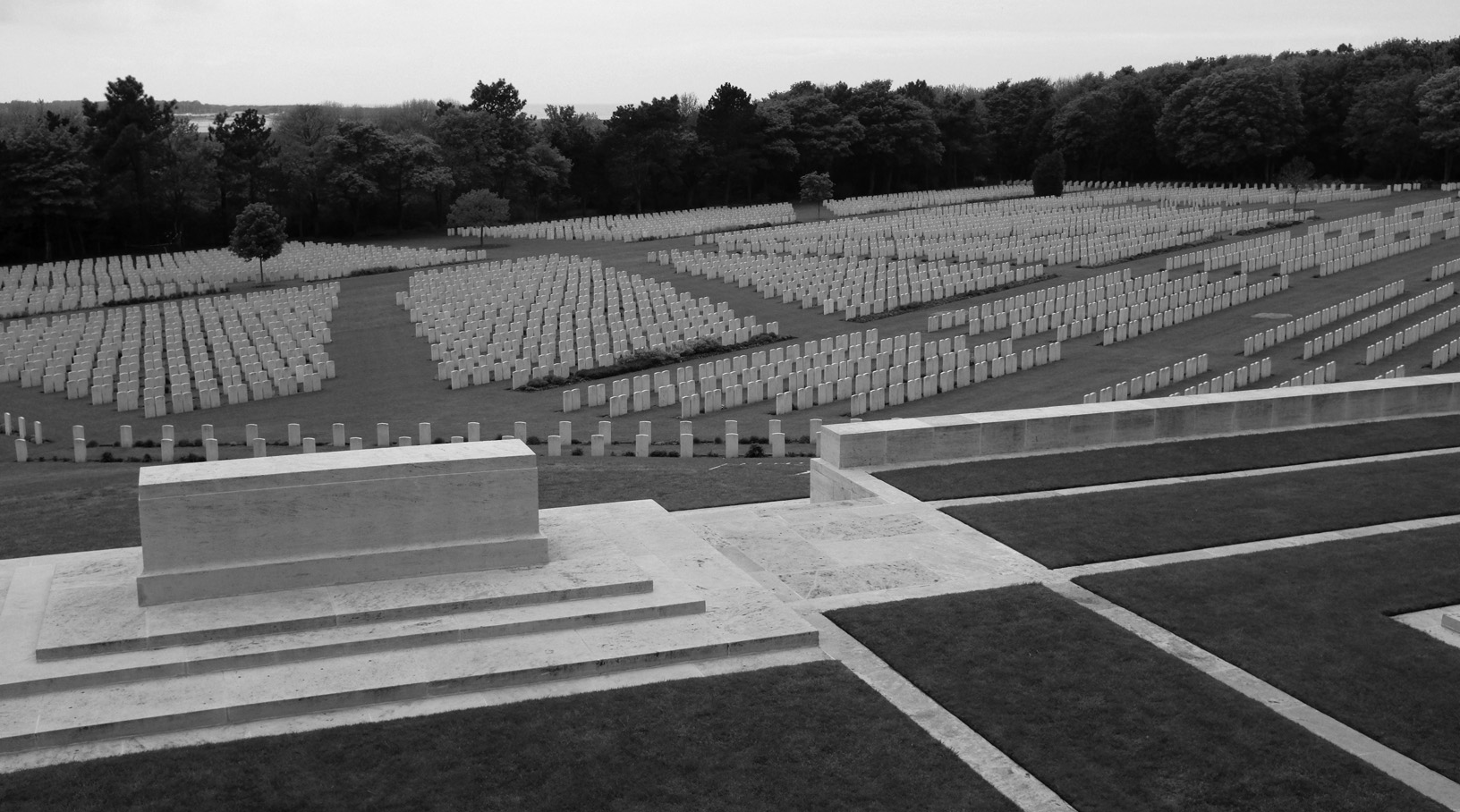 Etapels Military Cemetery-3.jpg