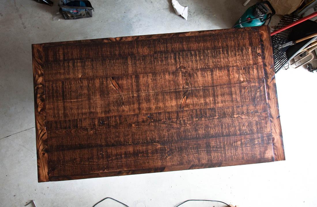 Crossed leg - barn wood table by valebruck.com