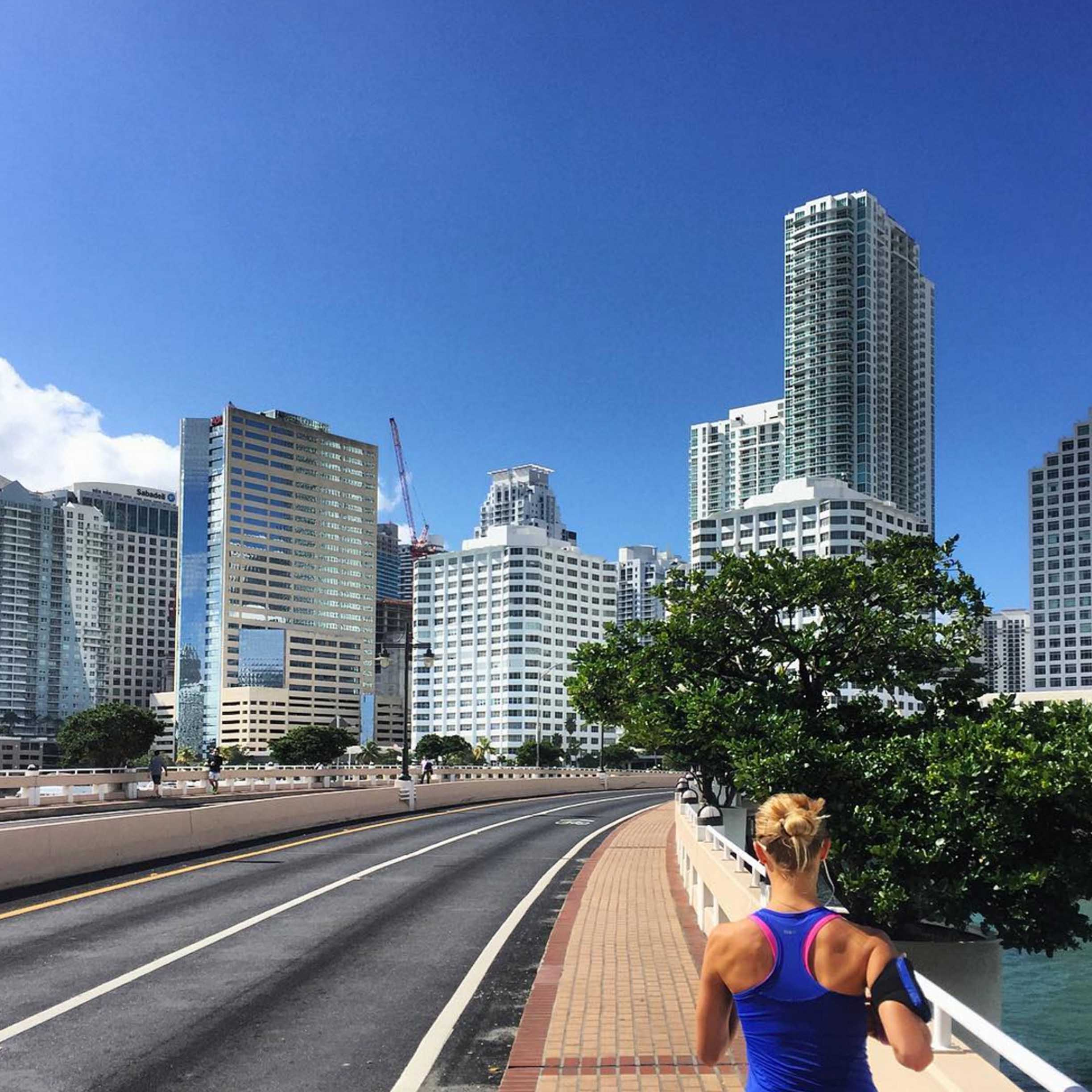 Anna-Maja and I did 18km this morning. Running all the way from Edgewater next to Wynwood down to Coral Gables and through Brickell Key on the way home.