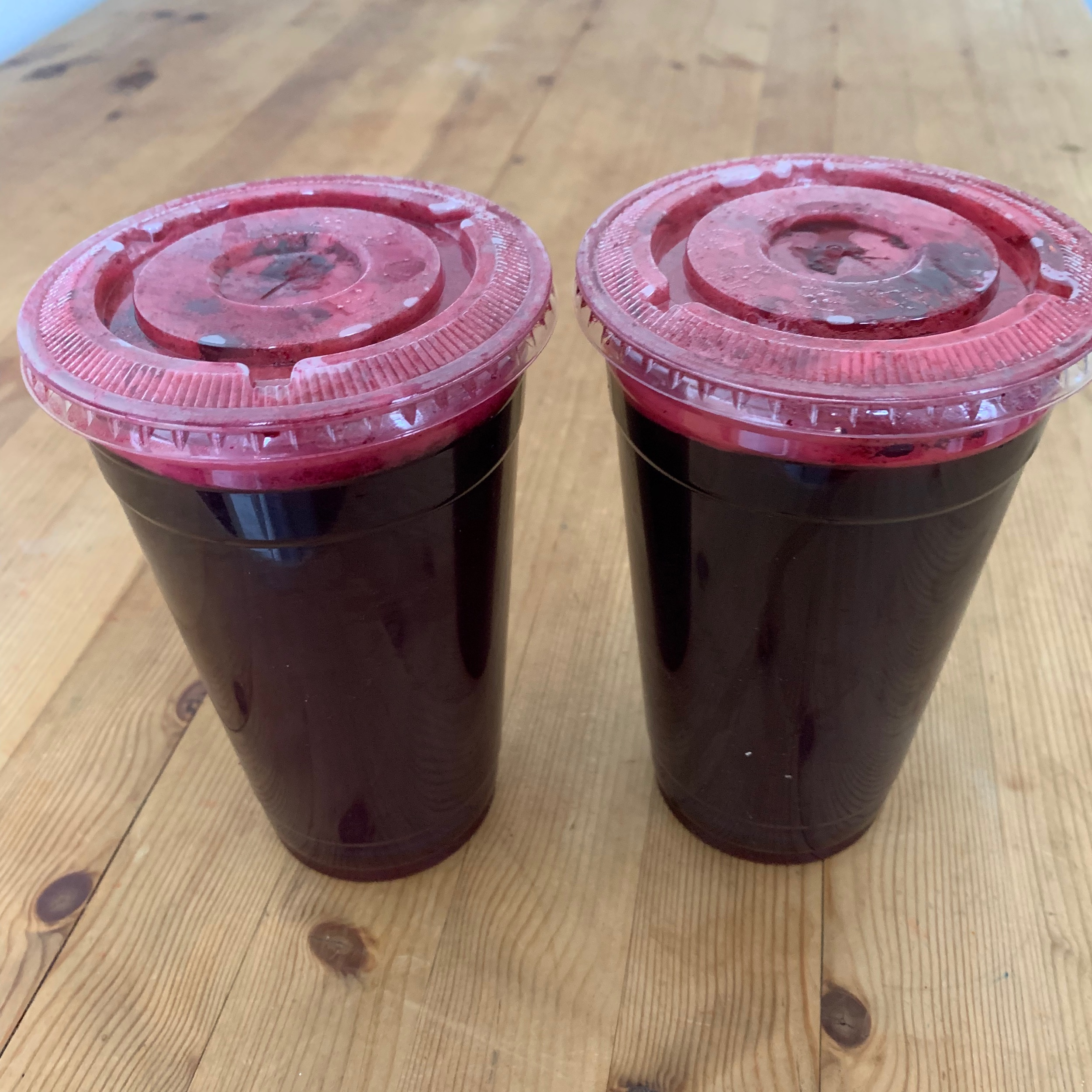 Sometimes, a friend of mine delivers to me freshly squeezed beets juice from JacksonHts. Thank you, Romina :)  息子の学校クラスメイトだった子のお母さんが、私の病気を気遣って、たまに搾りたてビーツジュースを、家まで持ってきてくれます。ロミーナ、有難う。