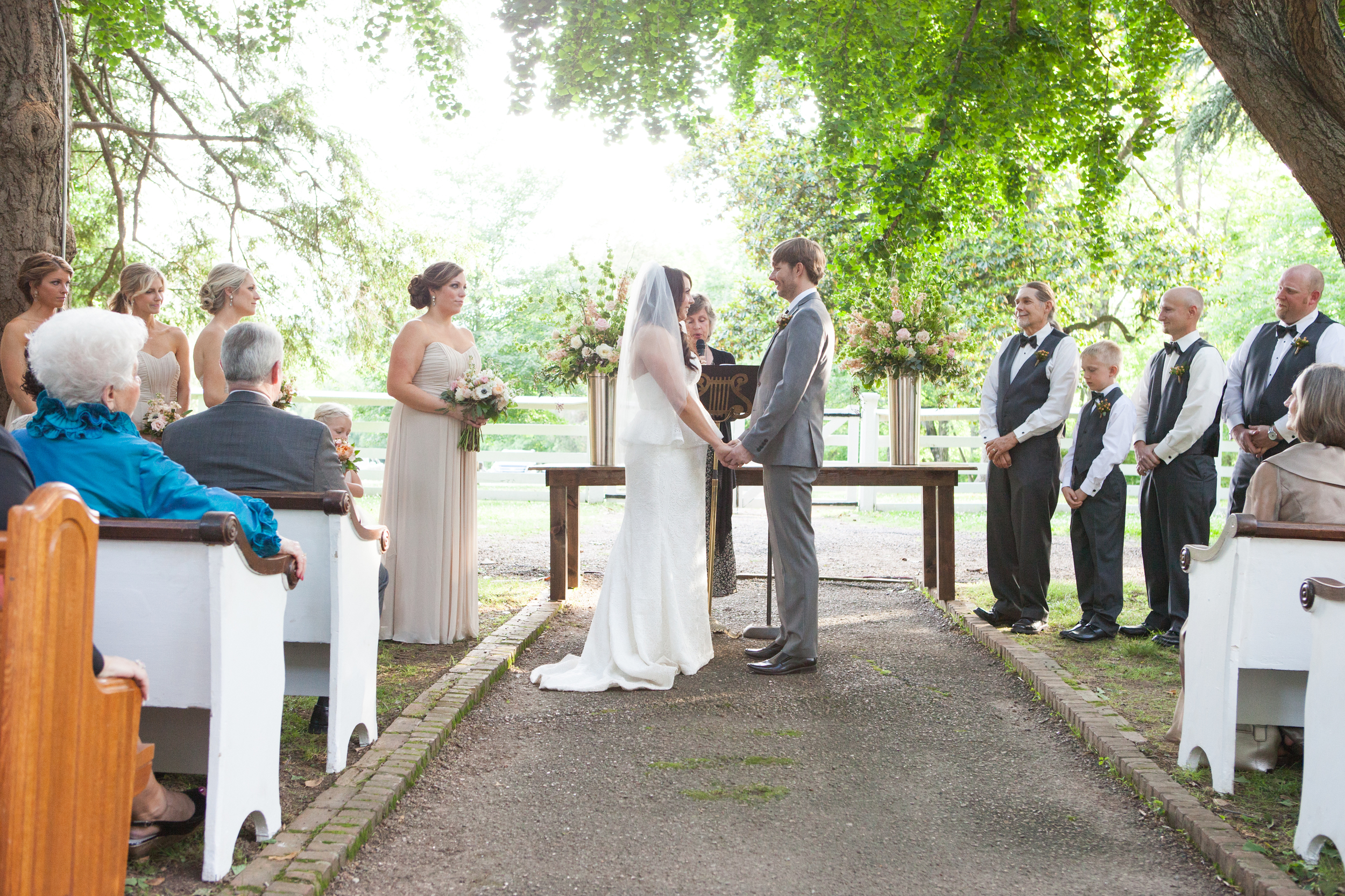 Such a gorgeous Tennessee wedding with Church pews! www.rentpews.com photo by brookeboling.com