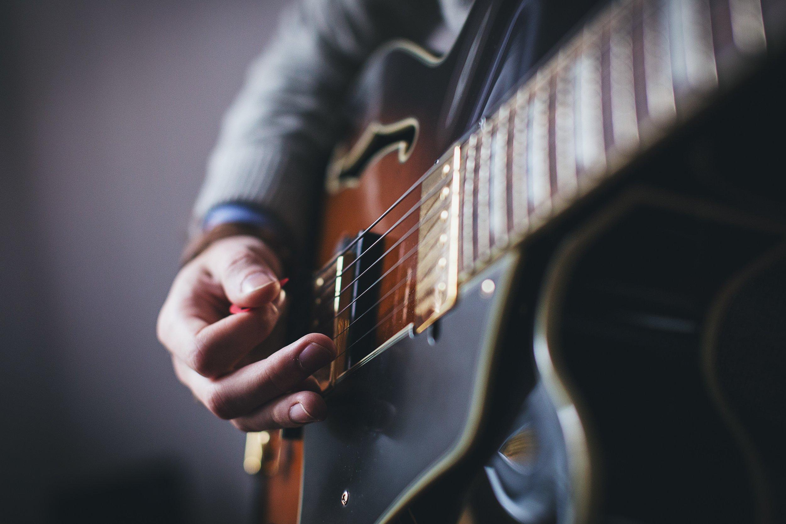 e-guitar-electric-guitar-15919.jpg