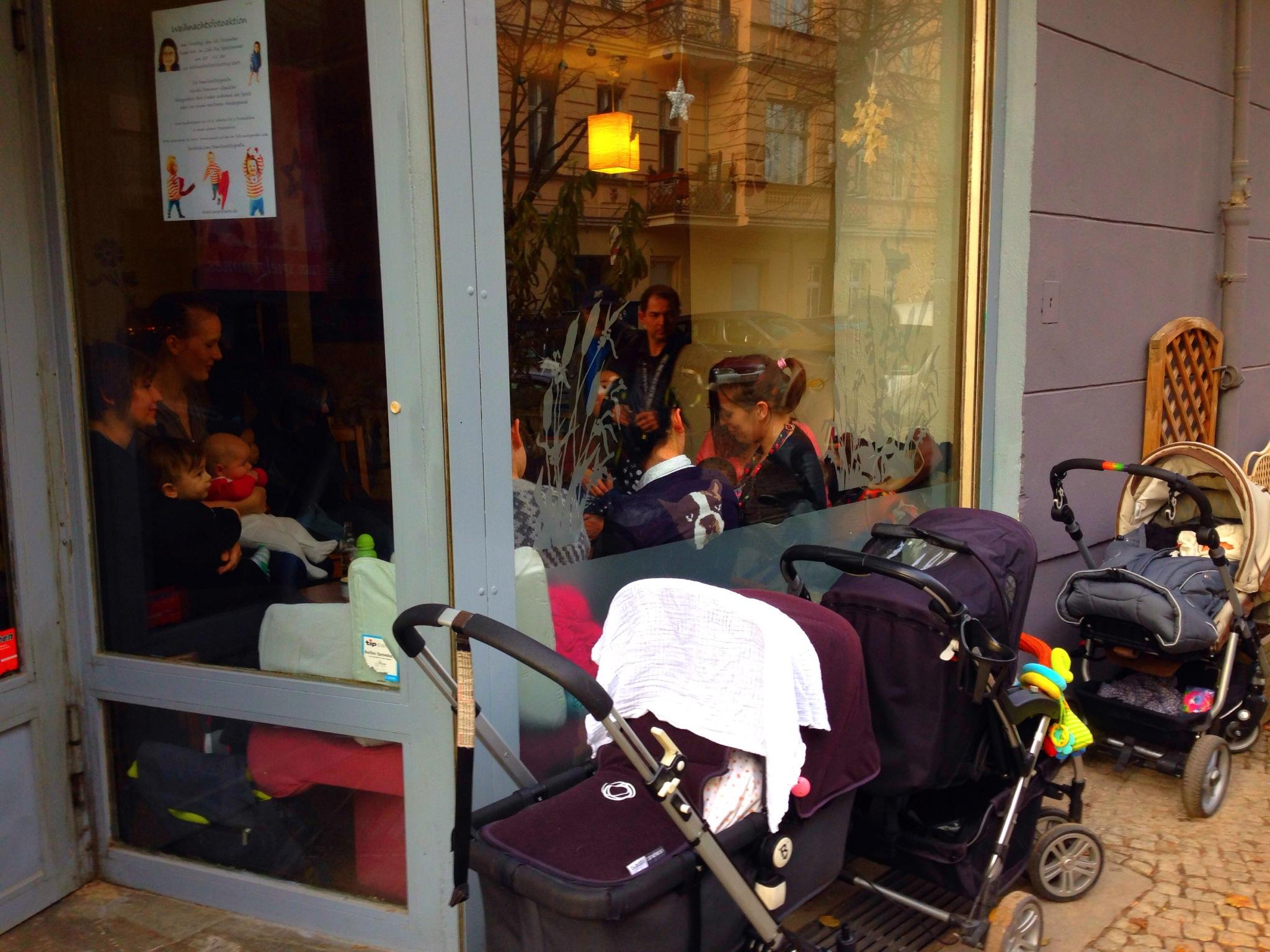 Estacionamento para carrinhos em um Kindercafe