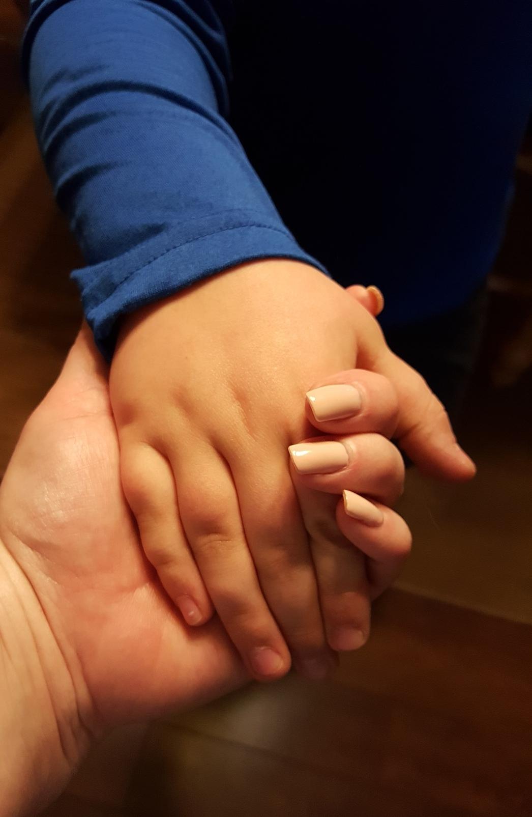 hands-1815145_1920.jpg