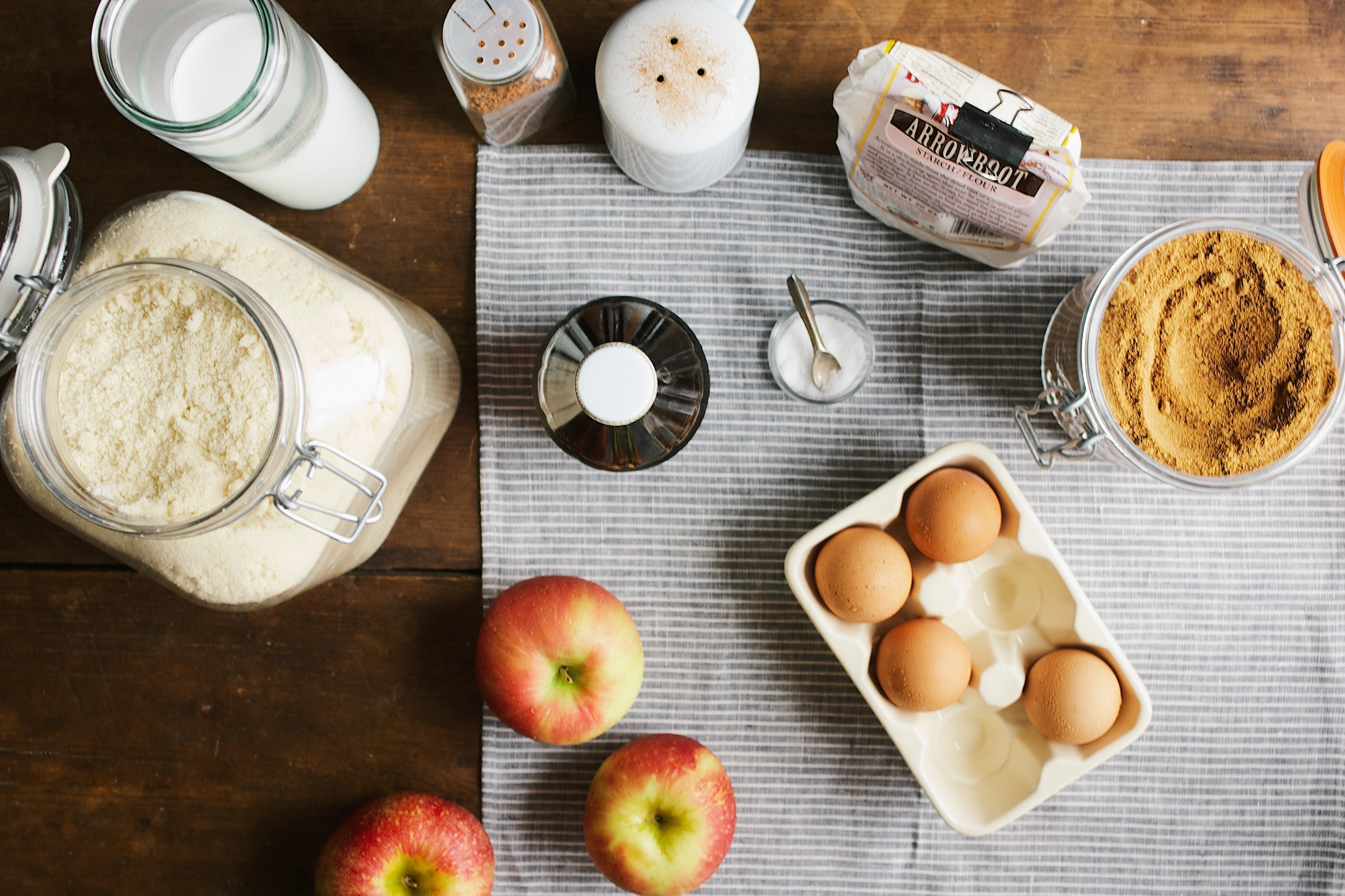 apple cider and honeycrisp dutch baby - dolly and oatmeal