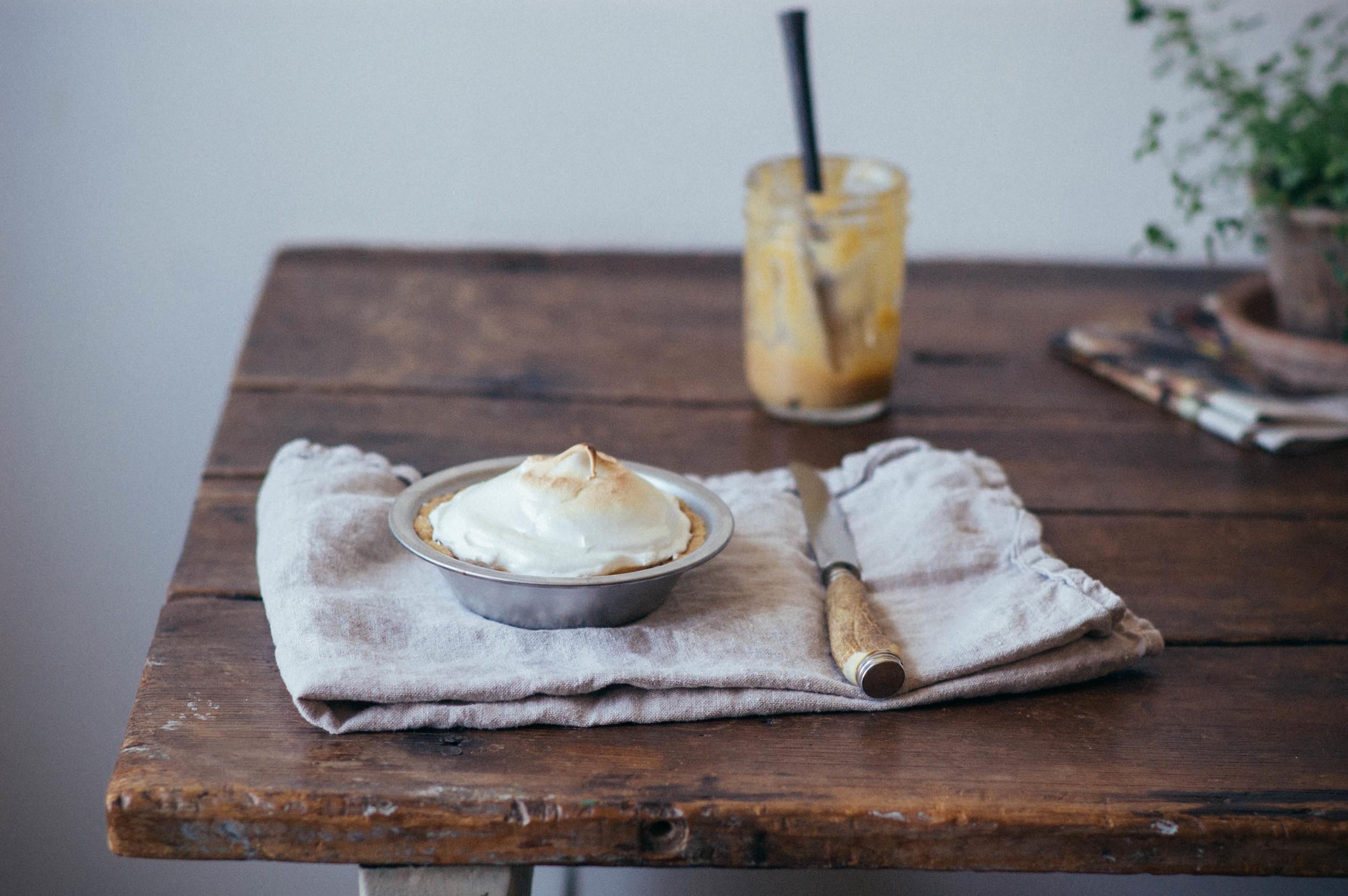 Rhubarb meringue tarts