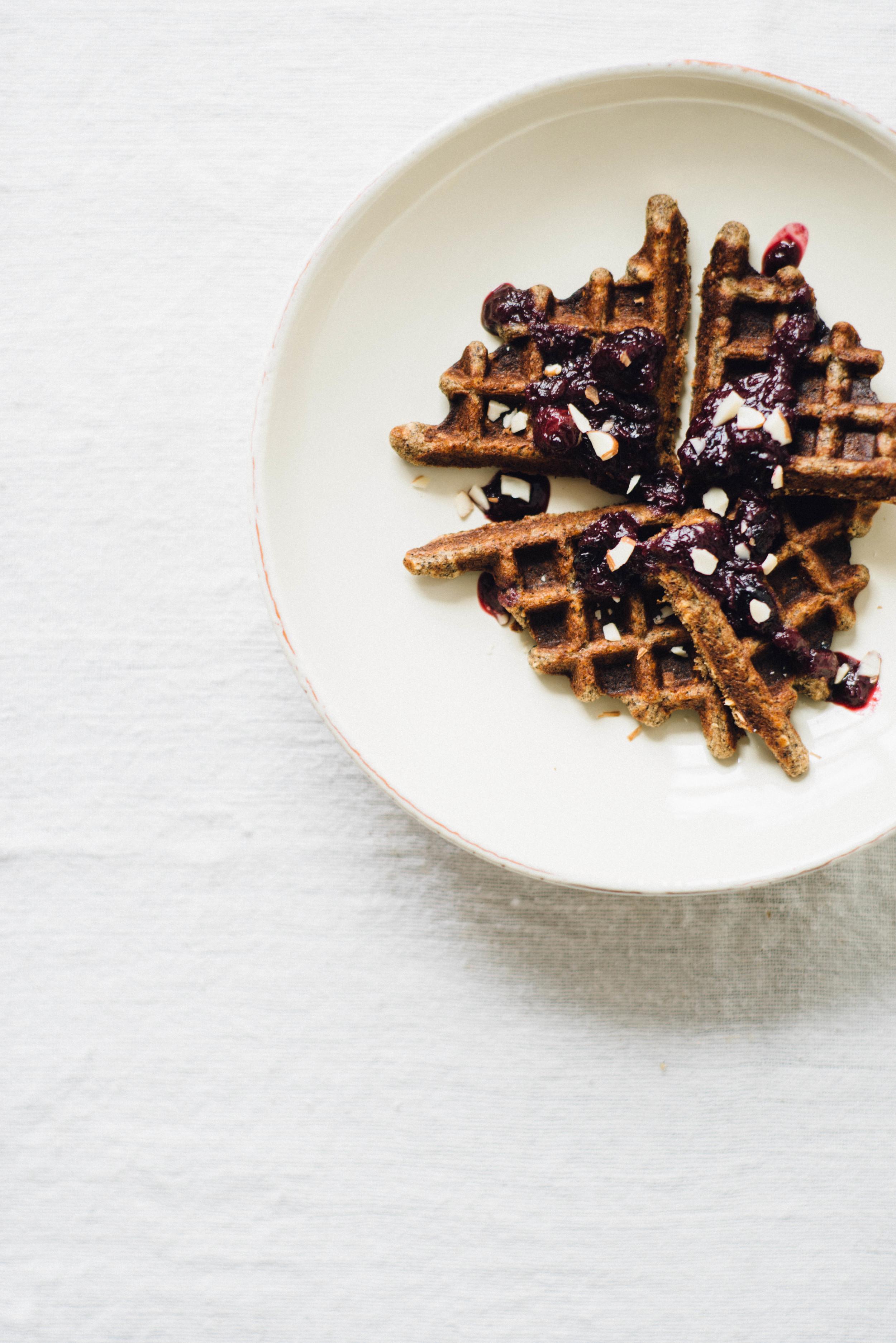 banana buckwheat waffles | dolly and oatmeal