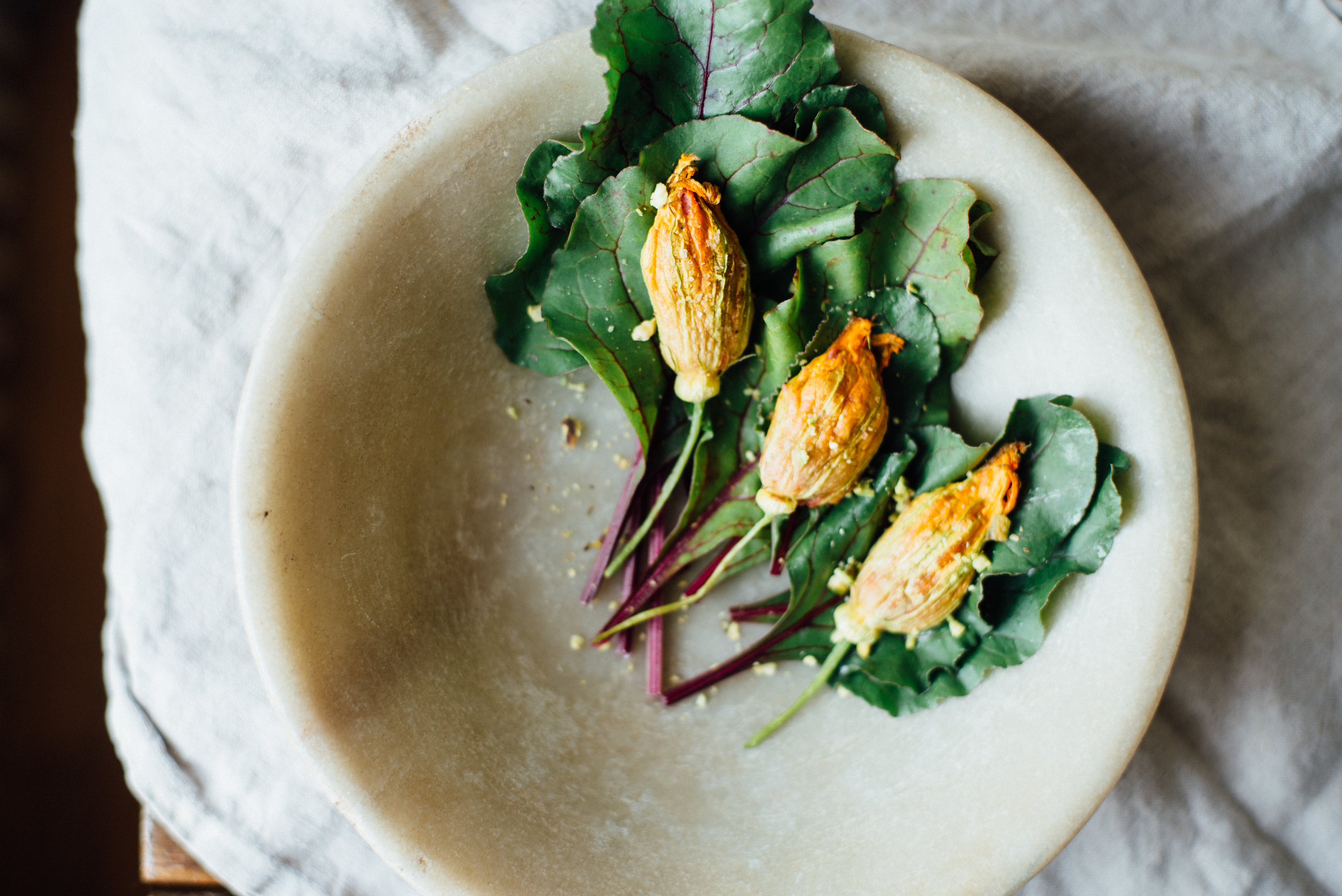 hummus-stuffed squash blossoms | dolly and oatmeal