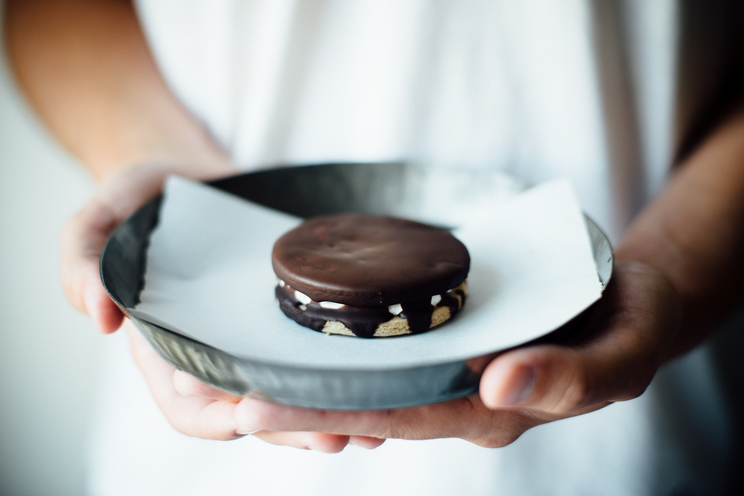 (gluten + dairy free) moon pies w/ maple marshmallow creme | dolly and oatmeal