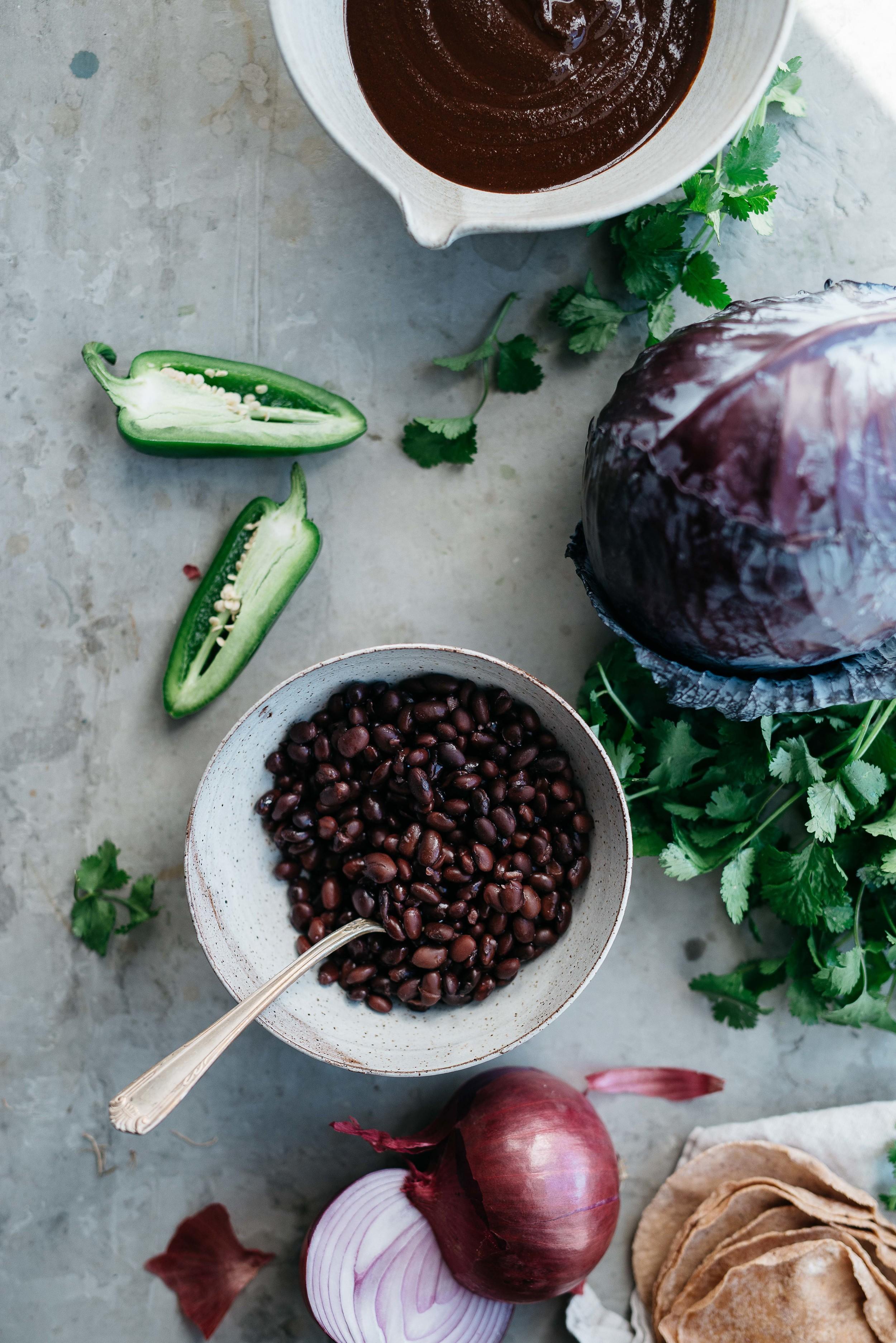mole black bean tacos w/ cabbage + cilantro slaw | dolly and oatmeal #vegan #glutenfree