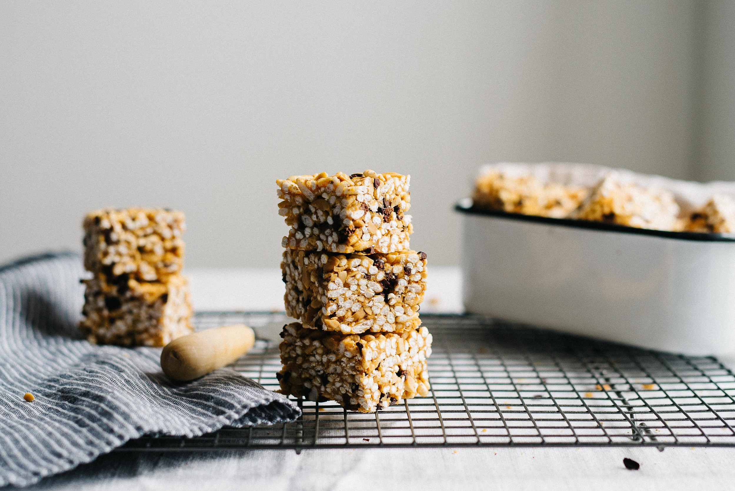 (no bake) peanut butter + cacao nib cereal bars | dolly and oatmeal #glutenfree #vegan