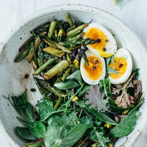 balsamic roasted asparagus w/ fried capers + a 7-minute egg