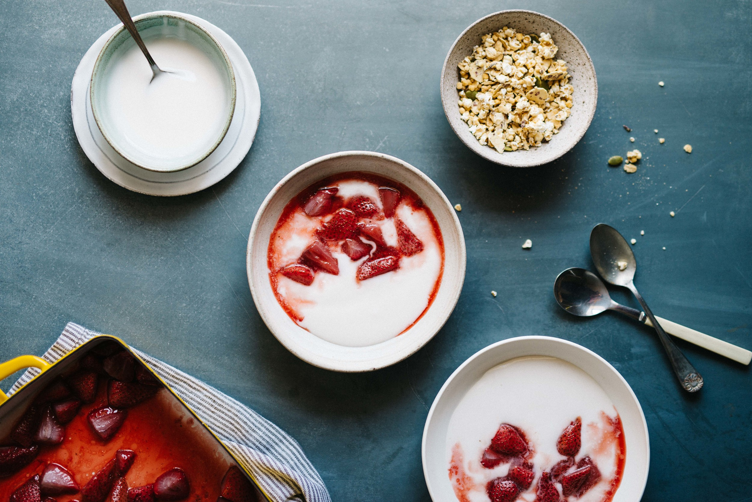 Roasted Strawberry & Vanilla Pepita Yogurt (v)