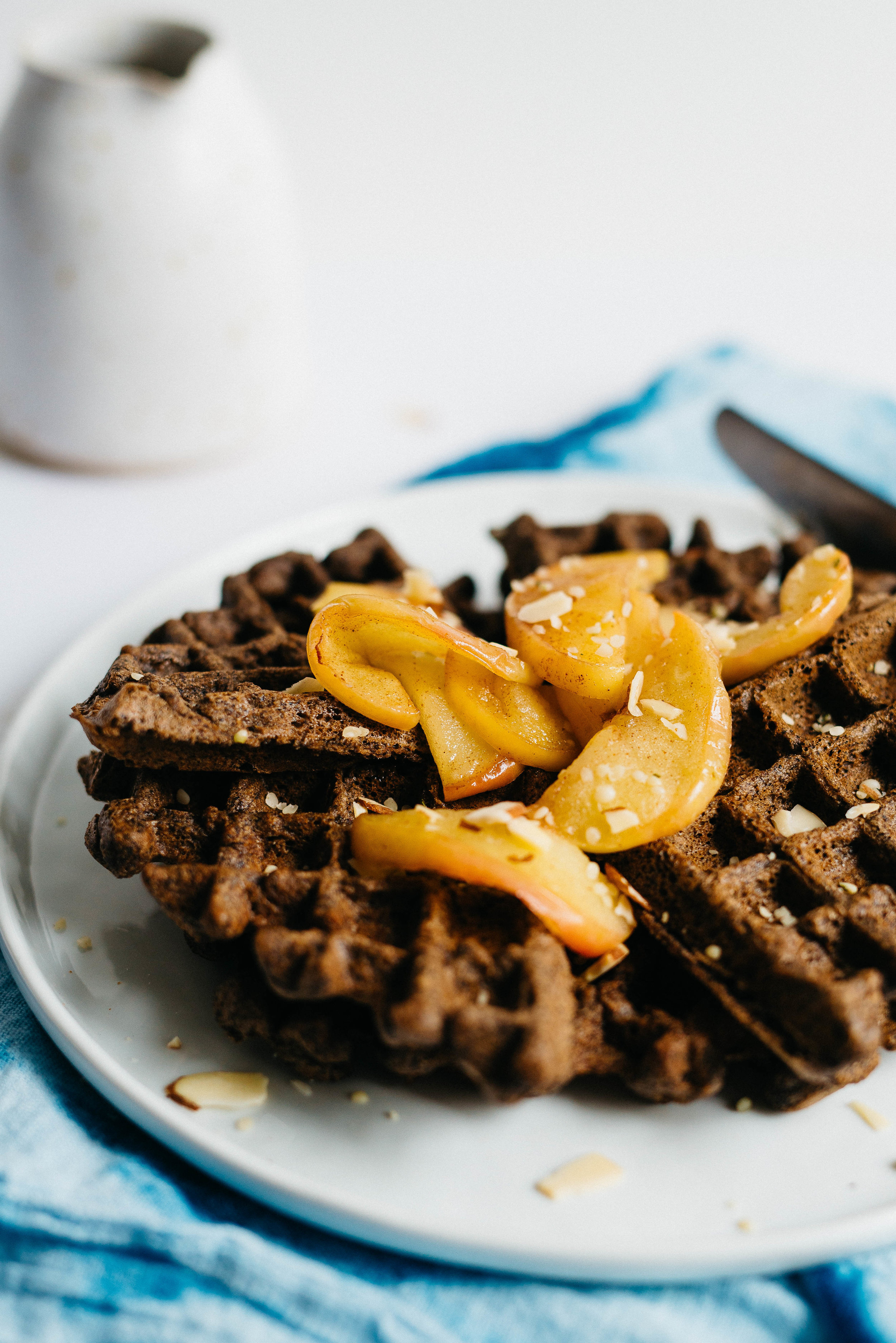 Hemp-Buckwheat Blender Waffles w/ Spiced Apples | dolly and oatmeal #vegan #glutenfree