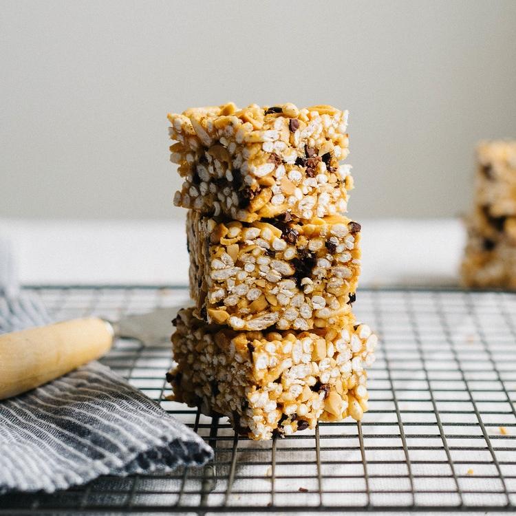 (no bake) peanut butter & cacao nib cereal bars