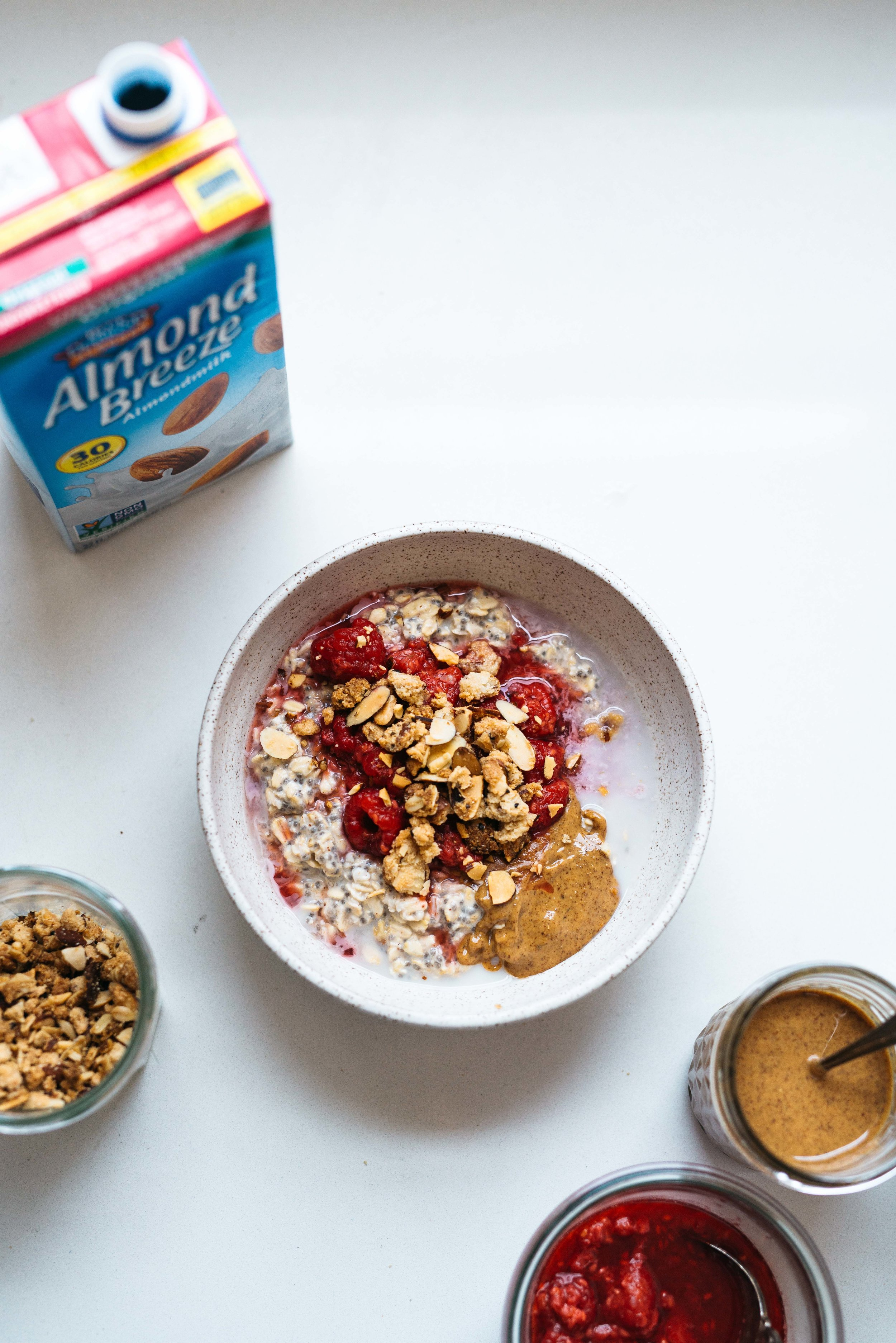 Raspberry Crumble Overnight Chia Oats | Dolly and Oatmeal