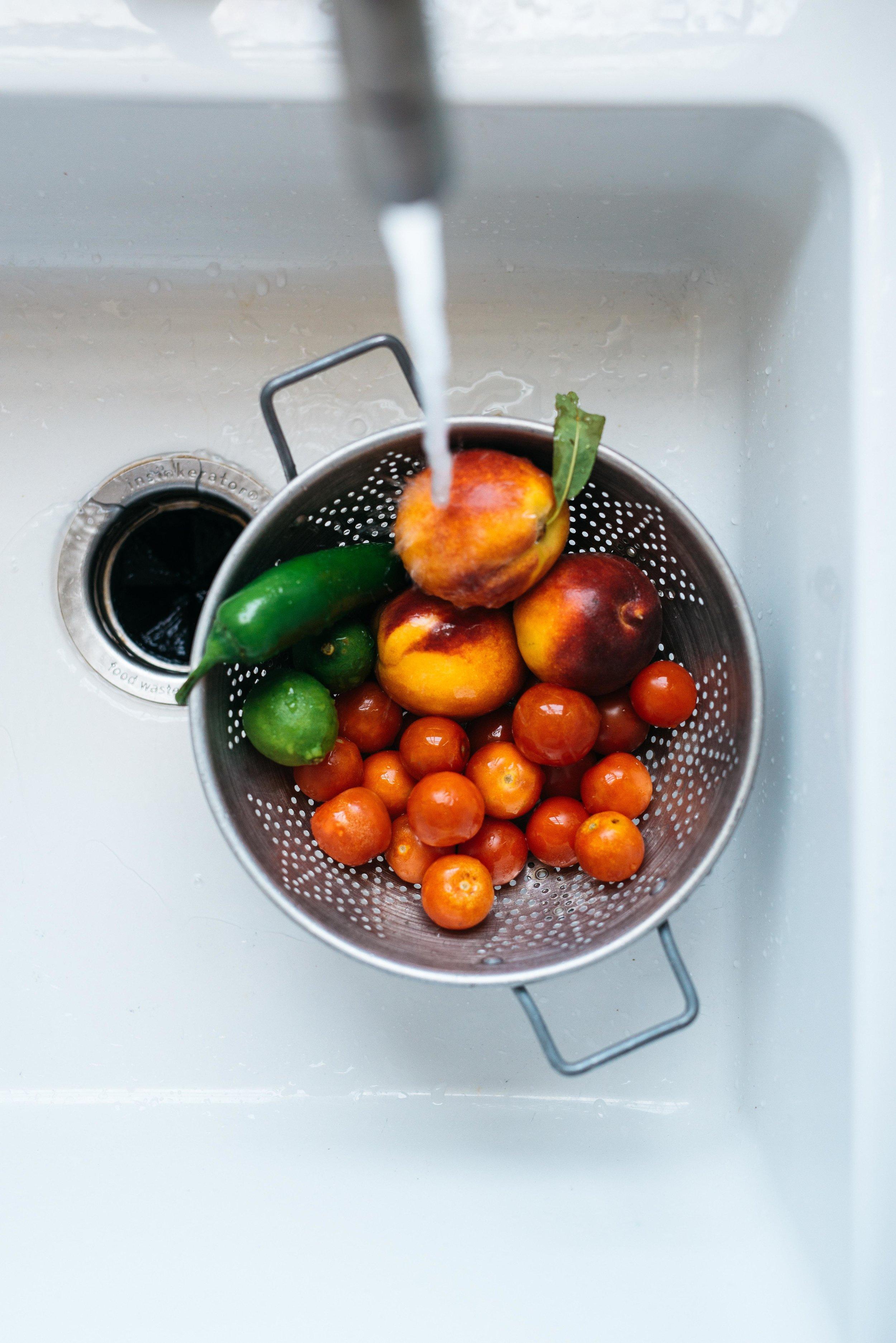 1 Summer Salad, 2 Ways: Tomato, Peach & Avocado Salad   Dolly and Oatmeal