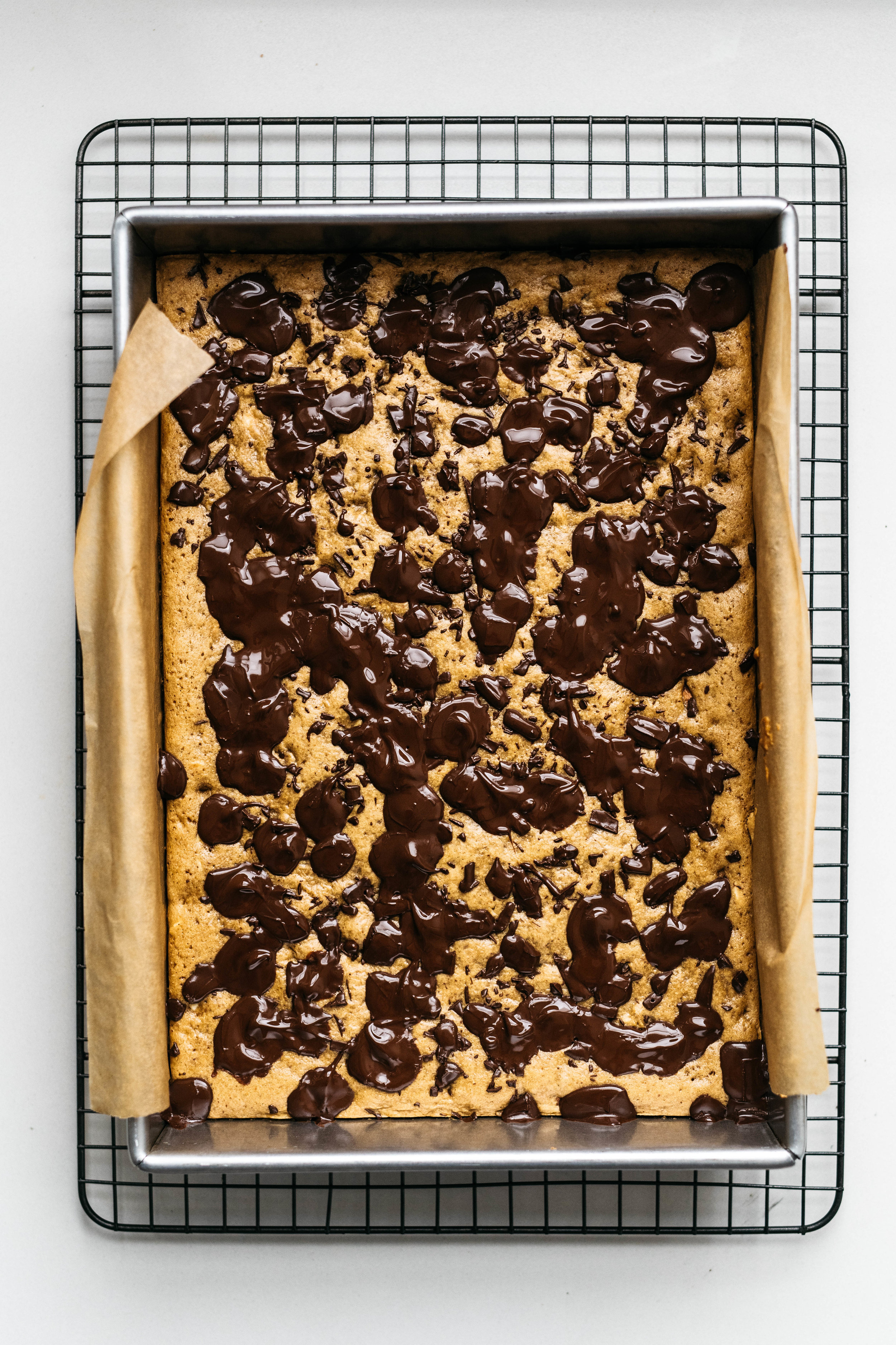 (INSIDE OUT) CHOCOLATE CHUNK COOKIE BARS | dolly and oatmeal