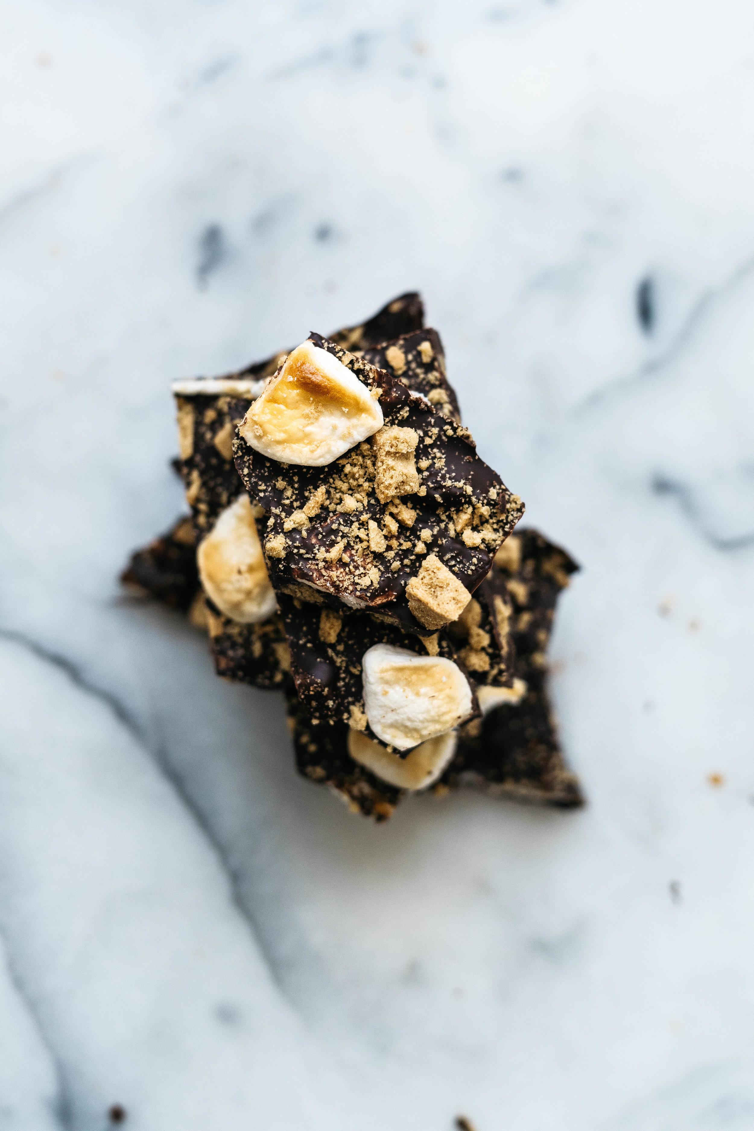 3-INGREDIENT TOASTED S'MORES BARK | dolly and oatmeal