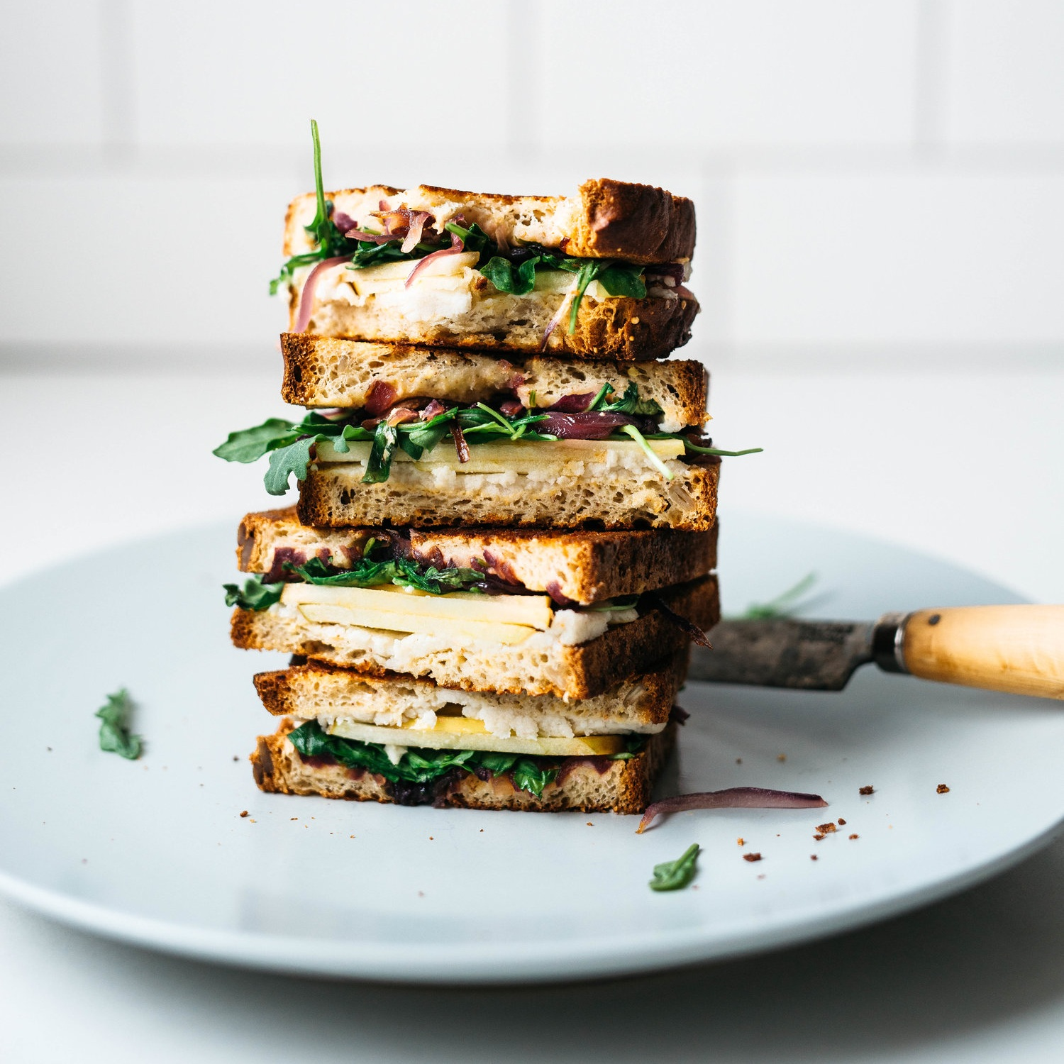 apple-arugula grilled cheese w/ crispy red onions