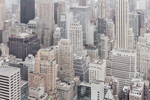 Saudades de #NewYork!!! Imagina se eu resolvesse voltar pra lá e estivesse escolhendo o presente que traria e sortearia aqui pra você: suvenir, tecnologia ou algo de moda? O que você iria preferir dessa vez? . . . . . . #letsgosomewhere #alwaysgo #WellTravelled #nyc #vlogsquad