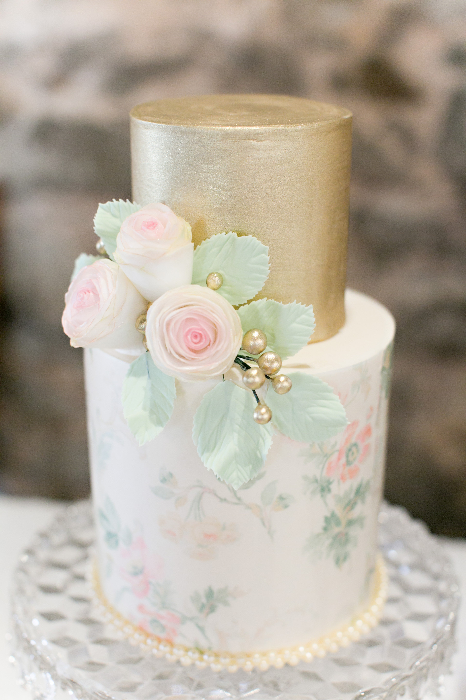 """2 tier vintage style with wafer paper roses"""