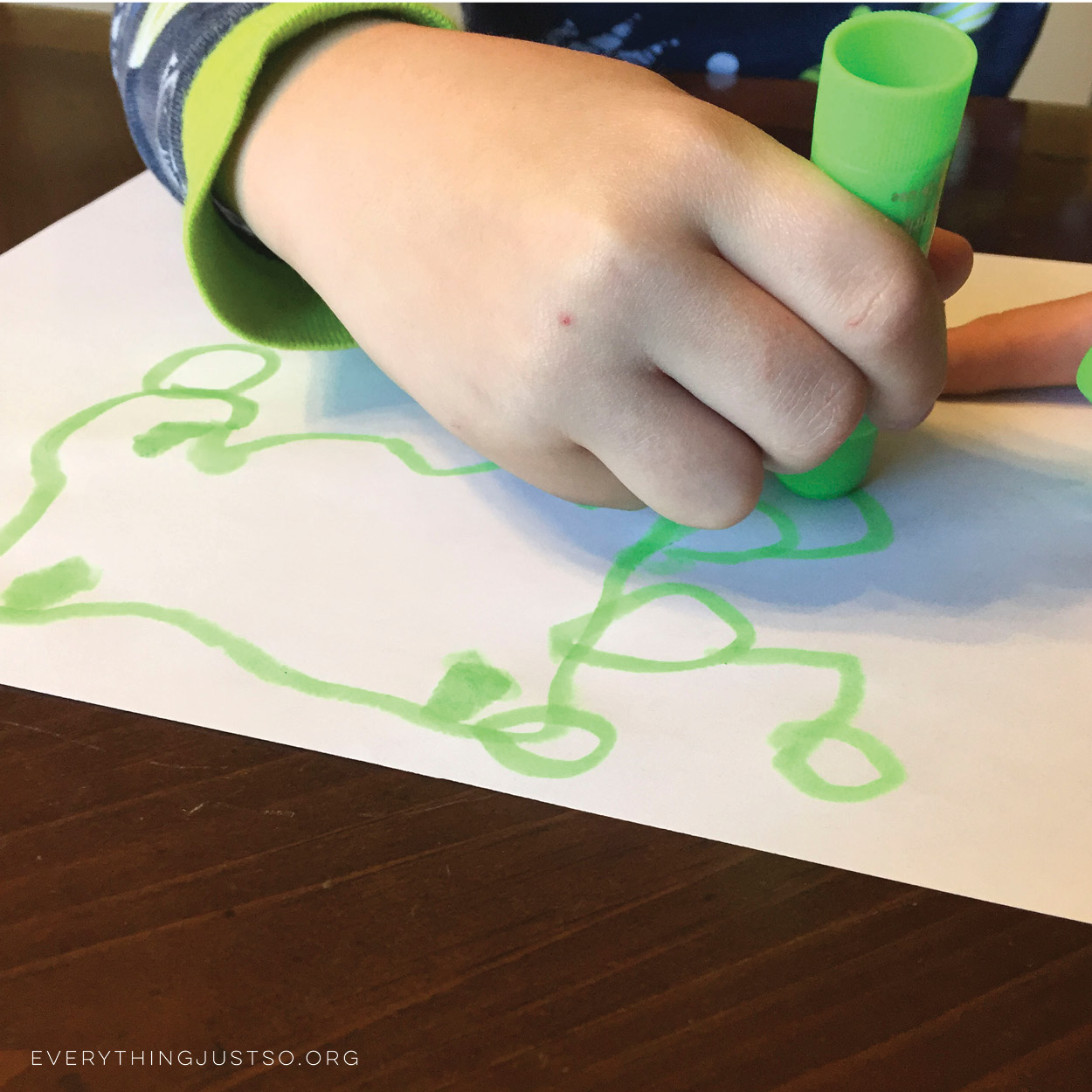 The Ultimate Way to Paint with Absolutely Zero Mess | Finally! A way to keep arts and crafts in the classroom without the mess!| everythingjustso.org