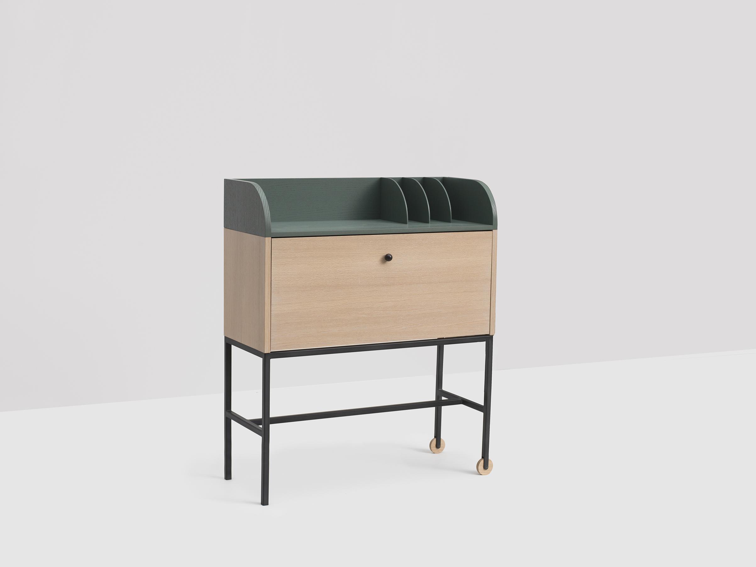 Standing Desk by Ladies & Gentlemen Studio (photography: Charlie Schuck)