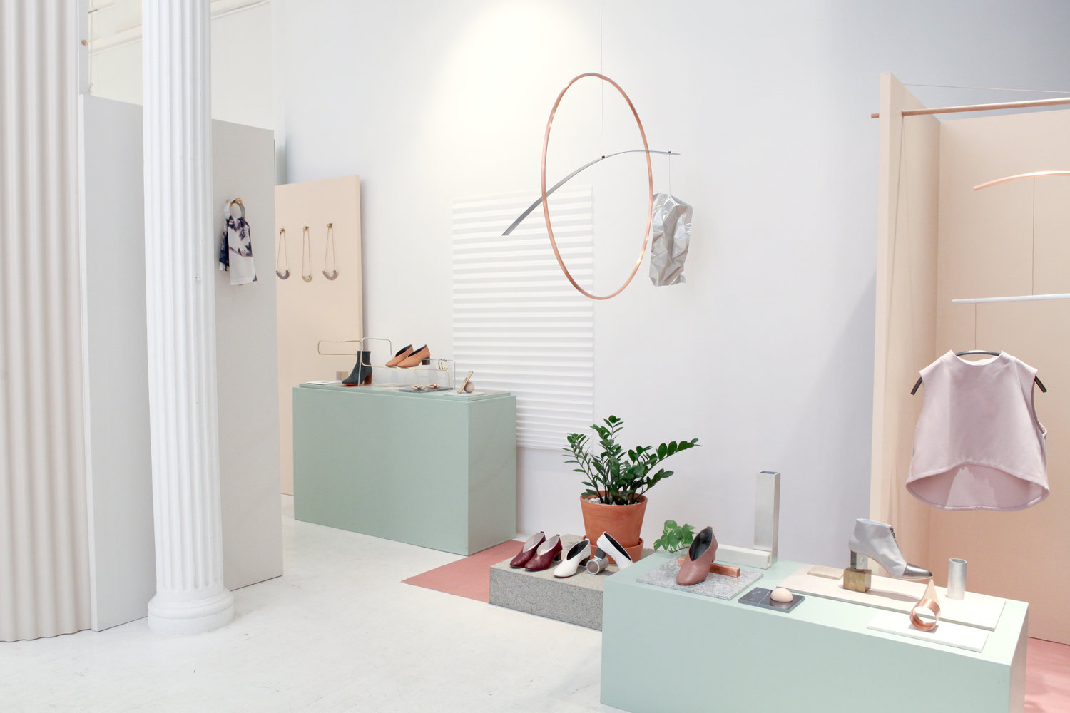 'ALIGNMENTS' AT ATHOM SHOP  Installation design / Styling / Merchandising