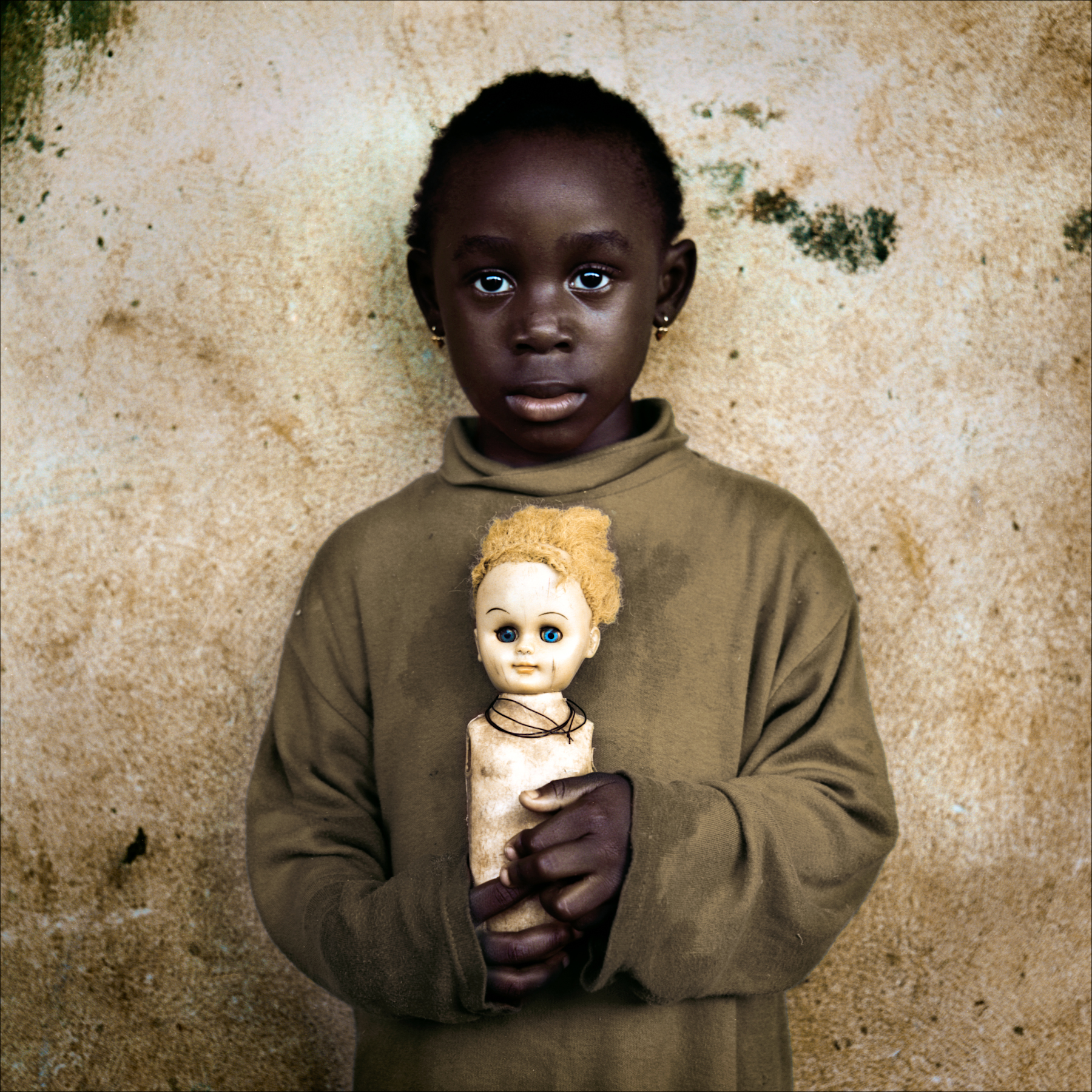 Girl with broken white doll, Ketou.