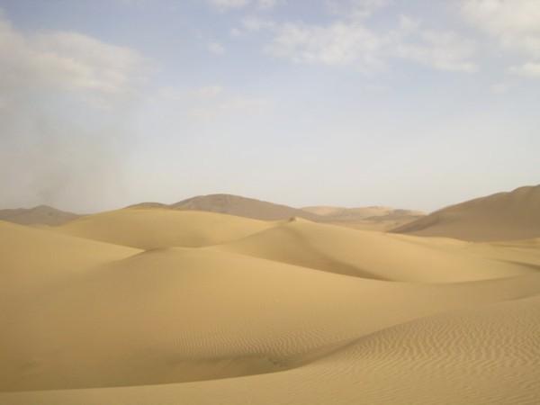 Desert outside of Ica, Peru [].jpg