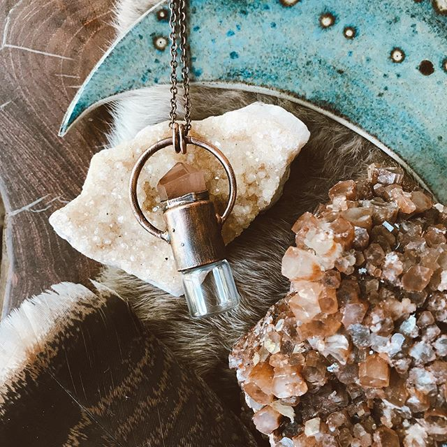 I have been admiring @foxlark's work for some time now + I can officially say I'm smitten after seeing it in person. She makes the most beautiful electroformed jewelry (and also sells stunning crystals) ✨ . Get 10% off her shop with the code BOHOBABE 🔮 . #supportthemakers #handmadejewelry #bohobabe #crystaljewelry #rollerballnecklace #crystals #magical