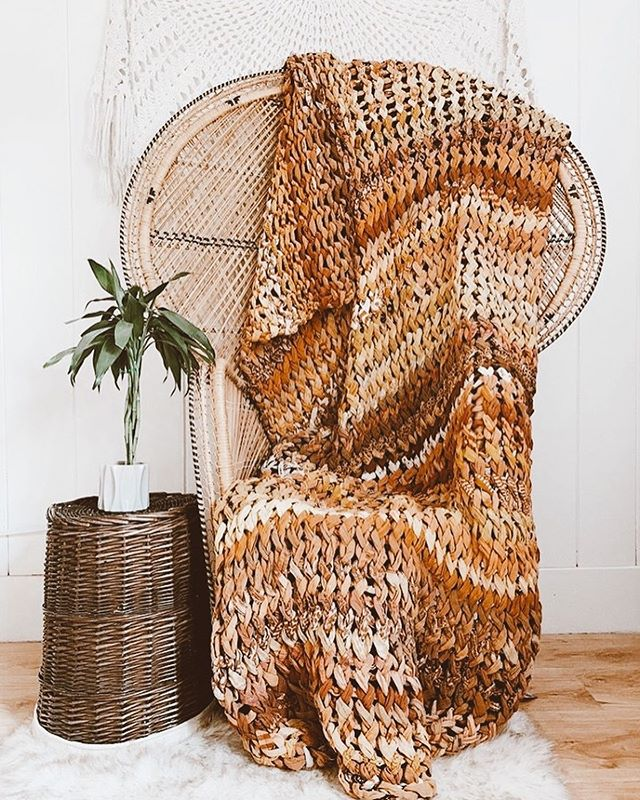 Did you see the new @kanthabae restock yesterday? (Link in our profile) So many new Kantha beauties including headwraps, turbans, crop tops, vests, kimonos, scrunchies, pouches + chunky knit quilts! 🙌🏼 Go to the link in our profile to see all the new yummies. 🌻🌻🌻