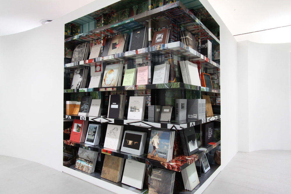 Dover Street Market Ginza  3rd Floor Bookshelf   Cl. Dover Street Market Japan (Comme des Garcons)    2012.3 -    Book select, Book Distribution and Display   本のセレクト/ディスプレイ/ディストリビューションを担当    104-0061 東京都中央区銀座6-9-5ギンザコマツ西館
