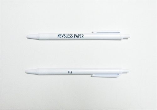 「NEWSLESS PAPER」とNoritakeのロゴ「N」マークをプリントした油性ボールペン。    210 yen(tax-in)    H 138 (mm)