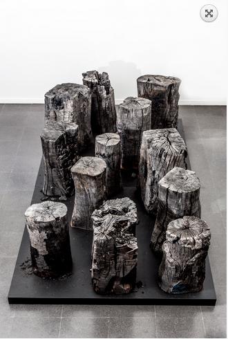 Fondazione Mudima, Milano, Maggio 2015, K. Narita - Sumi, 1969/1987, legno bruciato, 150x350x84 cm. © Foto di Fabio Mantegna per Fondazione Mudima