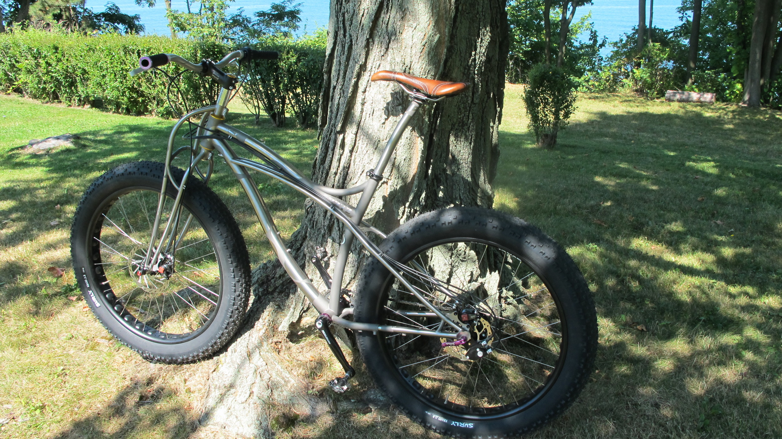 Tom-Huntly-Blacksheep-Fatbike-custom-leather-bike-seat-saddle-handmade-frame-leather.JPG
