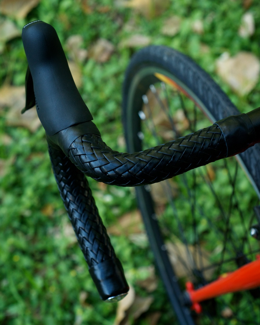 Leh-Seats-leather-custom-bikes-bikeporn-fairdale-parser-express-fixie-singlespeed-trackbike-cycling-braided-barwrap-handlebar-wrap-brooks 3.jpg