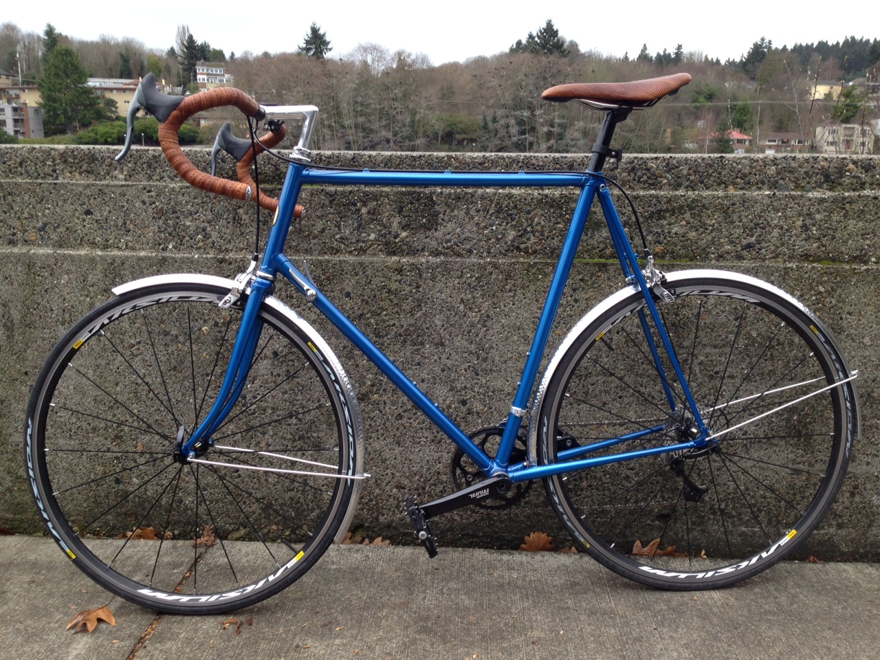 Duncan-trek-520-custom-leather-barwrap-recover-woven-leather-saddle.jpeg